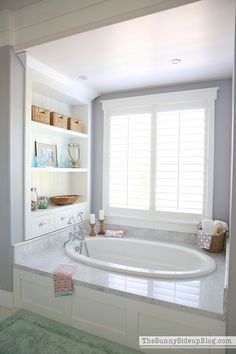 Our White Master Bathroom is ready for Spring! I& so excited to share a few ways I get all of my bathrooms ready for Spring each year! The post White Master Bathroom (ready for Spring appeared first on Dekoration. Master Tub, White Master Bathroom, Master Bathrooms, Master Bathtub Ideas, Dream Bathrooms, Simple Bathroom, Narrow Bathroom, Bathrooms Direct, Small Master Bath