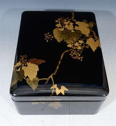 Antique Japanese Lacquer Black Box with Grapes 7