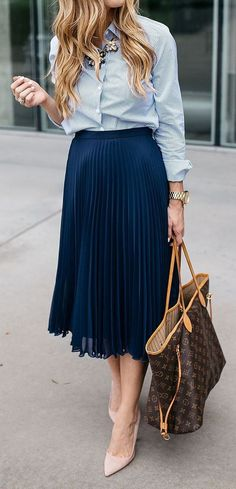 Looking Stylish With Business Meeting Outfit : Ideas - Outfits for Work - Business Outfits for Work Midi Skirt Outfit, Skirt Outfits, Legging Outfits, Office Fashion, Work Fashion, Street Fashion, Ladies Fashion, Fashion Rings, Womens Fashion