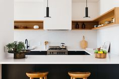 Tilt-Shift House is a minimalist architecture project located in Los Angeles, California designed by Aaron Neubert Architects Beautiful Kitchen Designs, Contemporary Kitchen Design, Beautiful Kitchens, Interior Design Kitchen, Modern Interior, Upper Cabinets, Wood Cabinets, Black Cabinets, Kitchen Cabinets