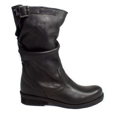 Stivali Biker in Vera Pelle Nabuk trattata vintage color Nero - gambale a metà polpaccio - 100% Made in Italy Artigianali ---------------- Biker Boots in genuine Black Nabuk leather Vintage  100% Handmade in Italy #biker #boots #stivali #stivaletti #madeinitaly