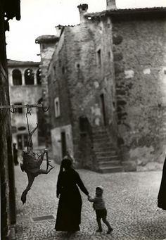 Henri Cartier-Bresson – The Early Prints @ Edwynn Houk Gallery (Zurich)