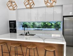 Kitchen window splashbacks can be a great way to get extra light into the room but you can sometimes be faced with looking directly at a wall or fence. Our modular green wall panels provide an instant solution and are easy to install on any wall surface. One Wall Kitchen, New Kitchen, Awesome Kitchen, Kitchen Near Window, Kitchen With Bar Counter, Windows In Kitchen, Kitchen Wall Panels, Long Kitchen, Green Kitchen