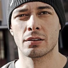Fabri Fibra – Fenomeno (con videoclip) – Musiclovesilence