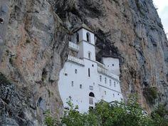 kloster ostrog im Albanien Reiseführer http://www.abenteurer.net/2761-albanien-reisefuehrer/
