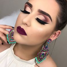 Ideas For Wedding Makeup For Brown Eyes Purple Eyeshadow Tutorials What's Makeup ? What's Makeup ? Dramatic Wedding Makeup, Wedding Makeup For Brown Eyes, Natural Wedding Makeup, Glamorous Makeup, Glam Makeup, Bridal Makeup, Natural Makeup, Graduation Makeup For Brown Eyes, Wedding Beauty
