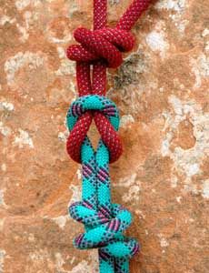 A Square Fishermans Knot is used to tie two ropes together for rappelling. Sport Climbing, Climbing Rope, Trekking, Survival Knots, Survival Hacks, Firefighter Tools, Best Knots, Knots Guide, Rope Knots