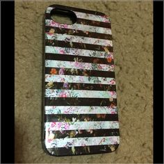 Nicole Miller iPhone 5/5s case In really good condition. Minor wear. Sturdy and cute! Nicole Miller Accessories Phone Cases