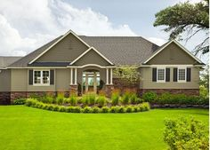 Craftsman House Colors: Get Inspired with These Ideas: A Very Modern Craftsman House and Its Colors -Benjamin Moore colors •Clarksville Gray, Stampede, Black, Paper Mache