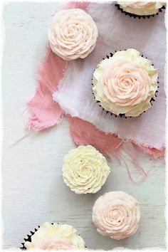 cabbage roses on cupcakes...