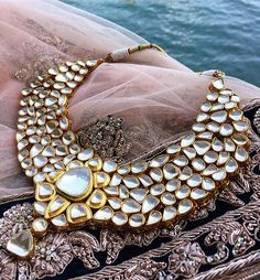 The ultimate bridal jewellery trousseau by @aneesmalik_jewellery 😍💎💍 • #jewellery #necklace #aneesmalik #kundan