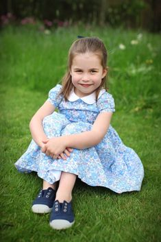 """""""Princess Charlotte of Cambridge poses for official portraits to celebrate her fourth birthday at Anmer Hall in Norfolk and Kensington Palace 🎂 -May . Charlotte is such a beautiful and sweet little girl 💗❣👧. 📷 : The Duchess of Cambridge. Princesa Charlotte, Princesa Eugenie, Princess Charlotte Photos, Princess Diana, Little Princess, Princess Palace, Princess Room, Kate Und William, Prince William Et Kate"""