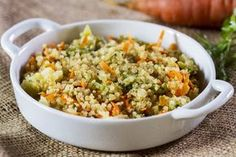 Quinoa com legumes (Foto: Divulgação/Tá Na Mesa) Veggie Recipes Healthy, Vegetarian Recipes, Cooking Recipes, Comidas Light, Confort Food, Menu Dieta, Clean Eating, Healthy Eating, Light Recipes