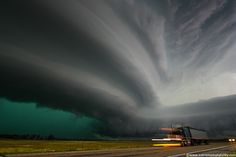Excellent shots of extreme weather. #weather #clouds #tornado