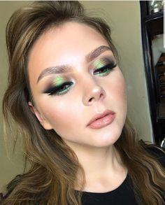 Gorgeous Makeup: Tips and Tricks With Eye Makeup and Eyeshadow – Makeup Design Ideas Glowy Makeup, Eyeshadow Makeup, Hair Makeup, Makeup Salon, Makeup Studio, Dress Makeup, Drugstore Makeup, Sephora Makeup, Natural Makeup
