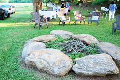 must get some large rocks to surround our fire pit Outdoor Life, Outdoor Rooms, Indoor Outdoor, Outdoor Living, Backyard Plants, Backyard Patio, Outdoor Kitchen Plans, Outdoor Kitchens, Fire Pit With Rocks