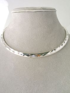 CHUNKY SILVER TONE CHOKER NECKLACE         NECKLACE: CHOKER             COLOR: SILVER TONE          LEAD AND NICKLE FREE - 9271 - BI $17.99