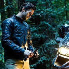 Für dieEclipse Motorcycle Jacket habenAether Apparel und SPIDI ihre Kräfte gebündelt – das Ergebnis ist eine Motorradjacke, die einen modernen Look und klassisches Lederhandwerk miteinander kombi...