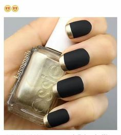Metallic nails, aka chrome nails, are a trend that will make your nails look chic and classy. Check out our suggestions for achieving trendy nails this season. Matte Black Nails, Metallic Nails, Gold Tip Nails, Matte Gold, Black Nails With Gold, Black Manicure, Gold Nail Polish, Black Polish, Glam Nails