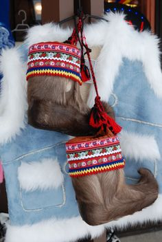 Boots made of Seal Skin / or reindeer. with handwoven bands for decoration. The upturned toe has function fo ski or snow shoe. but it also may be to blame for the 'northpole elf shoes' ? Lappland, Christmas Time, Christmas Crafts, Christmas Carol, White Christmas, Elf Boots, Snow Boots, Folk Costume, Traditional Outfits