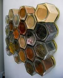 DIY spice rack on side of fridge...might try this with different jars... Med magneter alltså...?