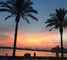 Adiós al último atardecer del verano. Bienvenido el cálido otoño a Ibiza. Recuerda que el atardecer es un lujo diario #Eivissa #Ibiza365 #Sunset in #ibiza  Goodbye summer and wellcome the warm autumn in the white Island  Sunset is a luxury daily experience #Ibizavibes #Ibiza365