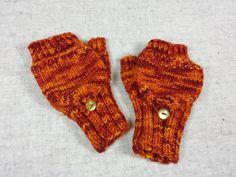 Fingerlose Handschuhe mit Kappe, Kleinkind, rot mit orange, handgestrickt, Armstulpen, reine Wolle Merino, Marktfrauenhandschuhe von frostpfoetchen auf Etsy
