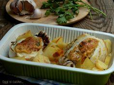 Le seppie ripiene al forno con patate sono un secondo piatto o piatto unico di mare saporito e appetitoso, preparate con mollica di pane, formaggio e uova.