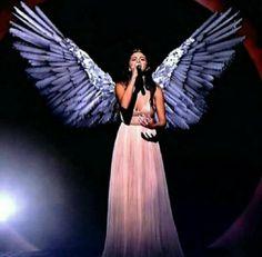 Selena gomez The heart wants what it wants #EMAs
