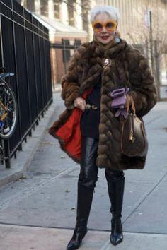 18 Fabulous Style Tips From Senior Citizens Pop Art, Helmet Hair, Ny Fashion Week, Fashion Blogs, Fashion 2016, Style Fashion, Winter Fashion, Girl Fashion, Fashion Trends