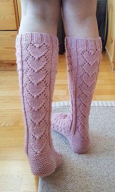ihanat villasukat – Google-haku Cable Knit Socks, Crochet Socks, Knitted Slippers, Wool Socks, Diy Crochet, Knitting Wool, Knitting Stitches, Knitting Socks, Knitting Patterns