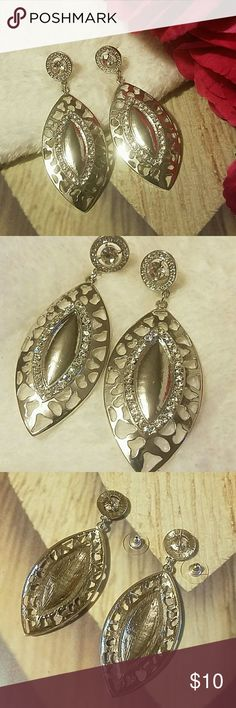 Stunning Silver & Crystal Drop Earrings Gorgeous Silvertone Drop Earrings with crystal accents.  ITEM#E885 ALL JEWELRY IS NWT/ NWOT/ UNUSED VINTAGE  25% OFF BUNDLES OF 3 OR MORE ITEMS! BUY WITH CONFIDENCE~TOP 10% SELLER, SAME DAY SHIPPING, 5 STAR RATING! FREE GIFT(S) WITH MOST ORDERS! Jewelry Earrings