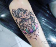Ganesha da Giane Talismã de sucesso e proteção. ☆feito com pigmentos e demais materiais Electric Ink. #tattoo #electricink #electricink #taizane #sousoelectricink #Ganesh #ganeshatattoo #lotus