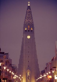 Hallgrímskirkja church, Iceland. Photo by: Jonathan Percy #Art #Architecture #Photography
