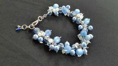 Retrouvez cet article dans ma boutique Etsy https://www.etsy.com/listing/270354759/blue-and-white-cha-cha-bracelet