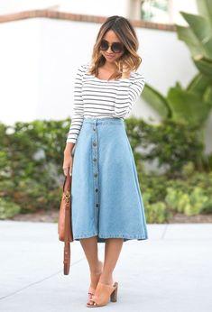 Aleatórios fashion: saia evasê. Blusa de manga listrada, saia midi jeans, mule nude