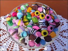 ellispysselhorna (400×300) Crochet Food, Crochet Yarn, Crochet Dollies, Food Patterns, Crochet Patterns Amigurumi, Yarn Crafts, Beading Patterns, Crochet Projects, Textiles