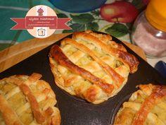 Καλαθάκια σφολιάτας με γέμιση κολοκυθιού Hot Dog Buns, Hot Dogs, Bread, Recipes, Food, Brot, Essen, Baking, Eten