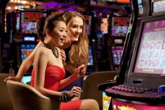 يجب عليك أن تضع في عين الإعتبارأيضاً أن كازينوهات الإنترنت لا تسمح عادة بالقمار بالمبالغ الكبيرة كالتي قد تشهدها الكازينوهات التقليدية. بالنسبة للغالبية يعتبرهذا شيء جد إيجابي، لأنه يجعلك تلعب بمبالغ يمكن التحكم فيها وتطيل وقت لعبك بأموالك. James D'arcy, James Bond, Casino Night Party, Casino Theme Parties, Casino Royale, Healthy Snacks For Kids, Healthy Foods To Eat, Nutrition Education, Dinner Recipes For Kids