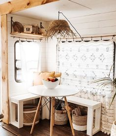 A tiny bohemian house you won't believe is a motorhome - Daily Dream Decor Bohemian House, Bohemian Style, Rv Homes, Tiny Homes, Surf Shack, Camper Makeover, Camper Renovation, Tiny House Living, Living Room