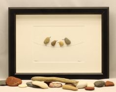 Libélulas: Playa del guijarro cuadro en marco por kormendesigns