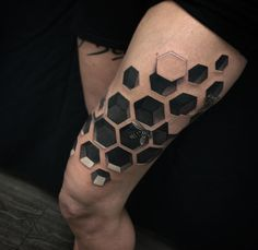 Stunning 3D hive thigh piece by Jesse Rix, an artist based in Keene, New Hampshire, USA.
