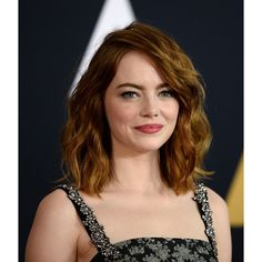 Actress Emma Stone arrives at the Academy of Motion Picture Arts and Sciences' Annual Governors Awards at The Ray Dolby Ballroom at Hollywood. Shades Of Red Hair, Red Hair Color, Eye Color, Hair Color Warm Brown, Christina Hendricks, Emma Stone Hair, Marcia Cross, Copper Balayage, Hair Colors