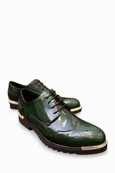This item is shipped in 48 hours, including the weekends. The fantastic construction of these metallic colored Brogues in green help to keep your feet cushioned. Featuring a footbed with enough cushio