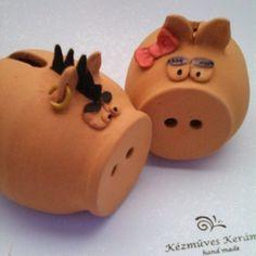 Különleges perselymalac (KeraMici) - Meska.hu Piggy Bank, Happy New Year, Diy, Terracotta, Money Box, Bricolage, Money Bank, Do It Yourself, Happy New Year Wishes