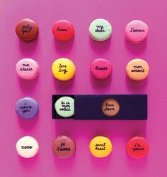 Adding messages to macarons - what an awesome hostess gift idea!