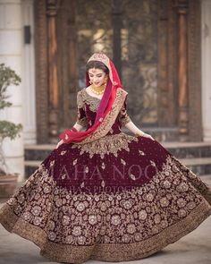 Brides / Dulhan from pakistan and india mostly on their barat day / wedding day leave to her husband's home. On barat wearing red & gold traditionally. Indian Bridal Outfits, Pakistani Wedding Outfits, Indian Bridal Lehenga, Pakistani Wedding Dresses, Indian Dresses, Desi Wedding Dresses, Asian Wedding Dress, Red Wedding, Wedding Ideas