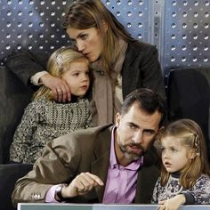 Felipe y Letizia con sus hijas