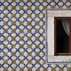 #azulejos #tiles #pixel #pixelart #art #arte #artofvisuals #urban #urbanart #urbanwalls #pattern #patterns #patterndesign #design #streetart #gallery #gallerywall #toplisbonphoto #igersarchitecture #architecture #huntgram #rsa_minimal #amazing #rsa_graphics #vsco #vsco_good #igers #portugalcomefeitos #instagram #igersportugal by azulejosdeportugal