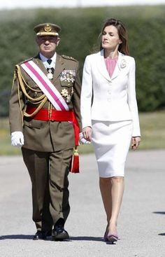 La Princesa Letizia con la Guardia Real.